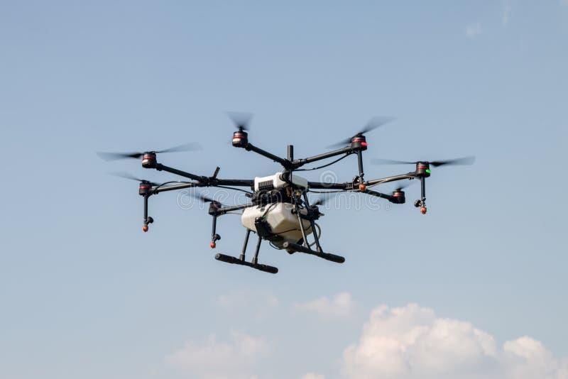 农业种田的飞行寄生虫航空器在天空 库存图片