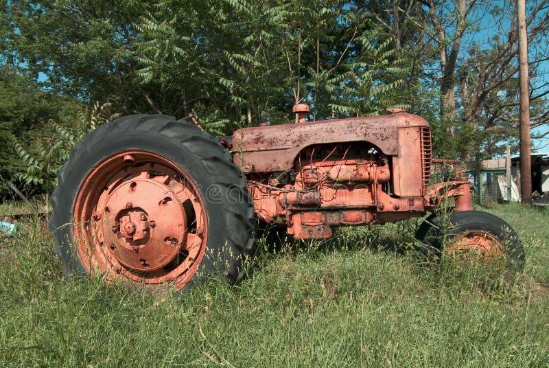 农厂老拖拉机 图库摄影