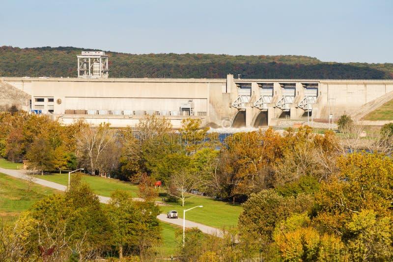 农厂grandview掠夺房子密苏里s杜鲁门 杜鲁门水坝在秋天 库存照片