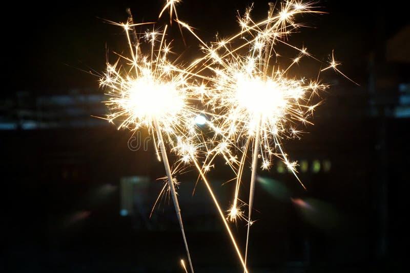 农历新年的美丽的闪烁发光物火薄脆饼干, 免版税库存图片