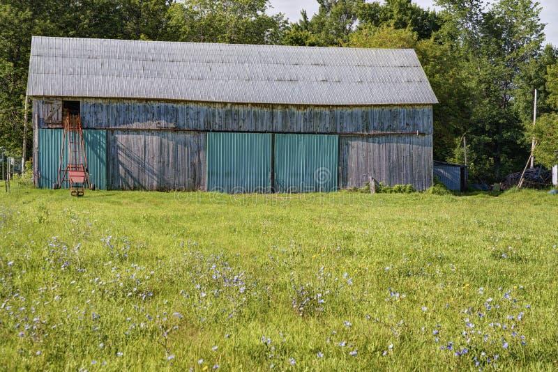 农场的老谷仓 免版税库存照片