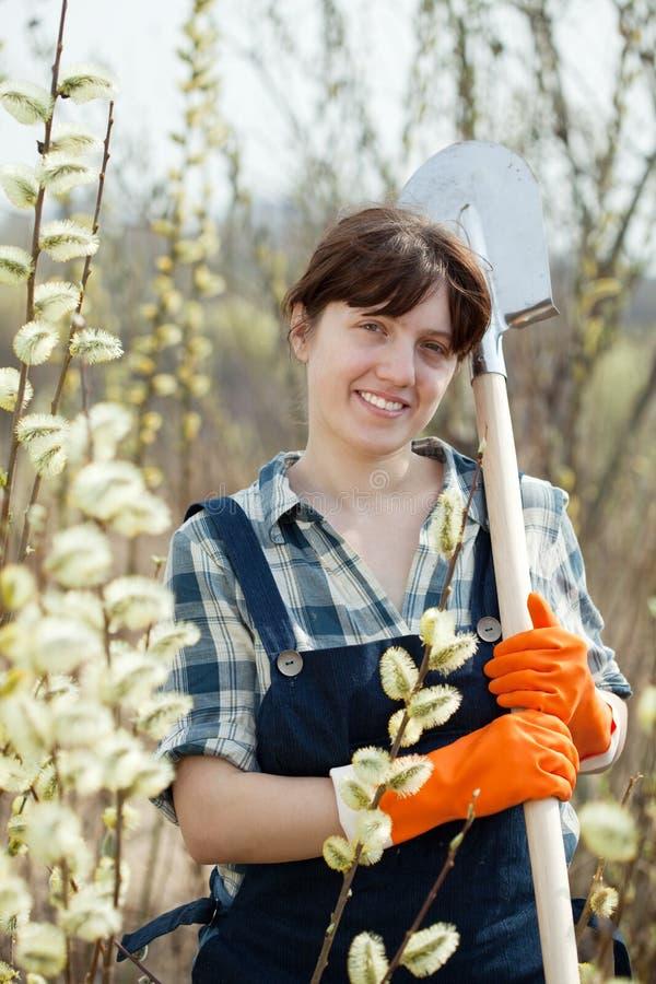 农夫女性铁锹 免版税图库摄影