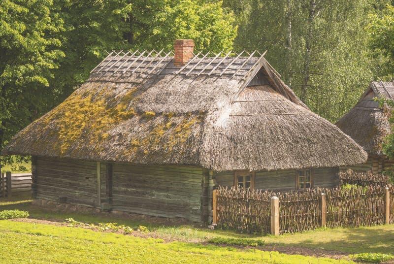 """农庄,典型为19t世纪立陶宛区域DzÅ """"kija 免版税库存图片"""