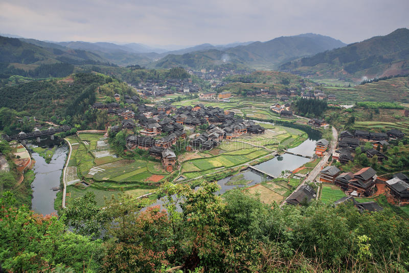 农村中国,神色有农舍农民村庄鸟瞰图  免版税库存照片