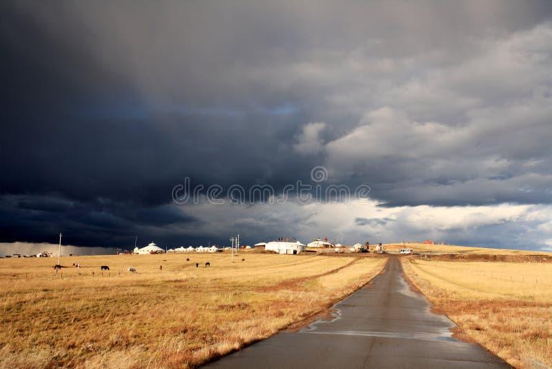 农村中间的路 库存图片