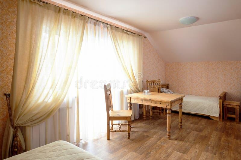 农村旅舍室内部在布朗口气 免版税库存图片