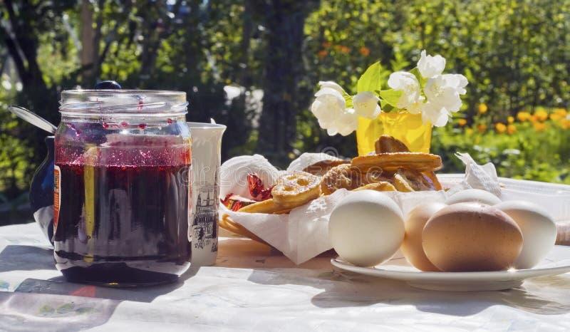 农村的早餐 免版税图库摄影