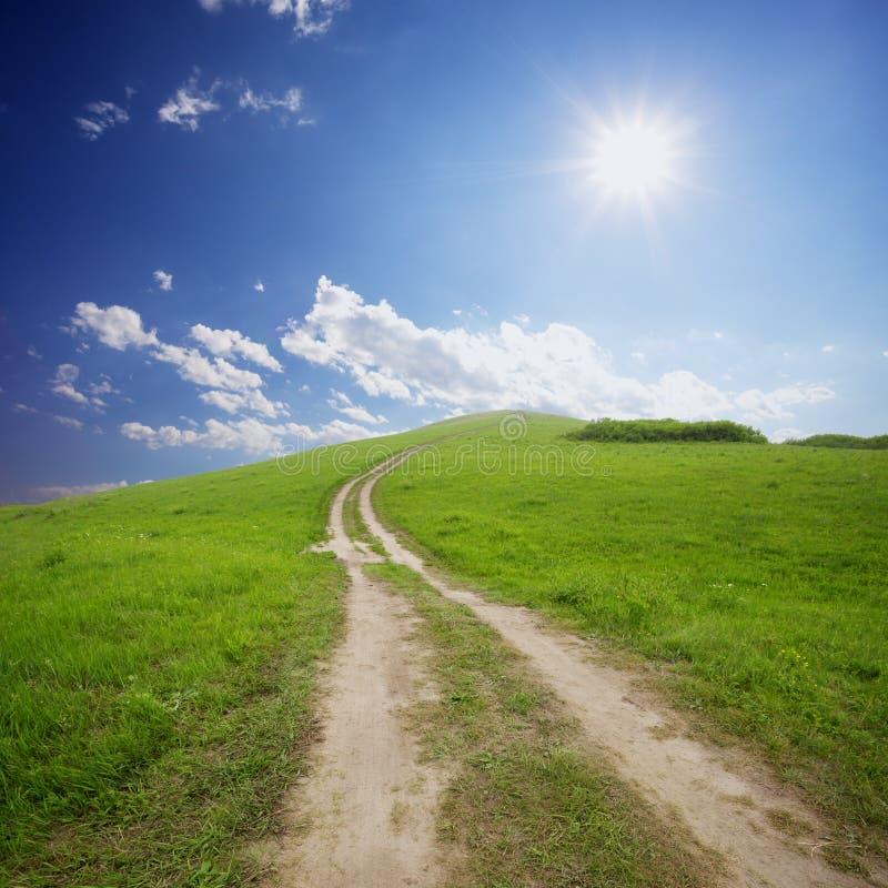 农村路和天空 免版税库存照片