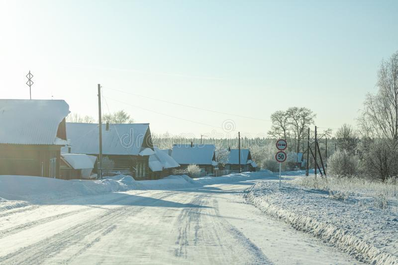 农村风景在冬天冷淡的天 免版税图库摄影