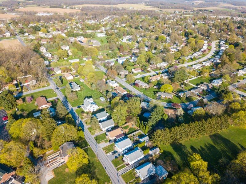农田包围的小镇的天线在舒兹伯利, P 免版税图库摄影