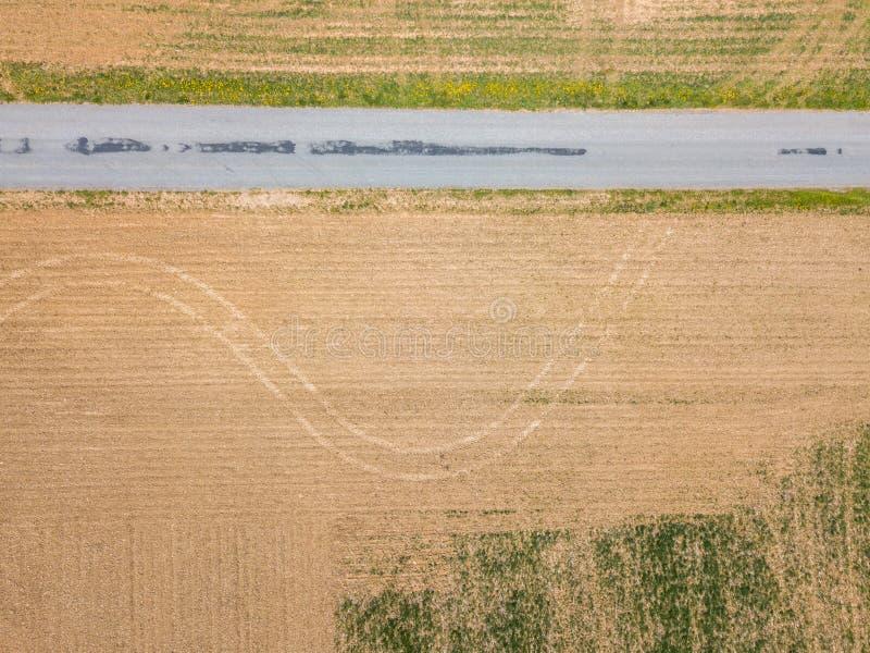 农田包围的小镇的天线在舒兹伯利, P 库存图片
