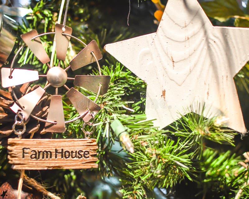农舍风车圣诞树装饰品 免版税库存照片