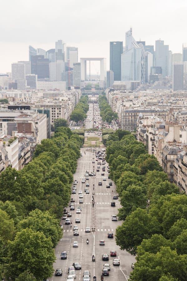 冠军Élysées和拉德芳斯从凯旋门,巴黎,法国的商业区 库存图片