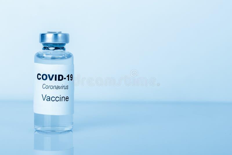 冠状病毒疫苗 医学概念 复制空间,蓝色调 库存图片