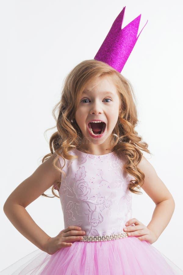 冠的小公主女孩 免版税库存照片