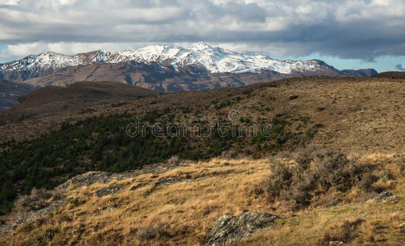 冠高峰视图风景视图从昆斯敦小山,新西兰山顶的  图库摄影