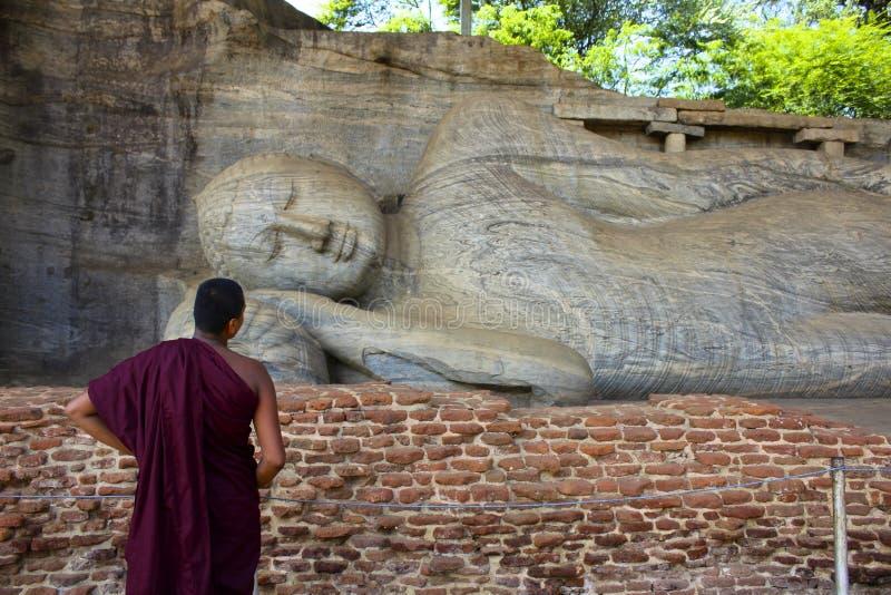 冥想斜倚的菩萨,斯里兰卡的修士 图库摄影