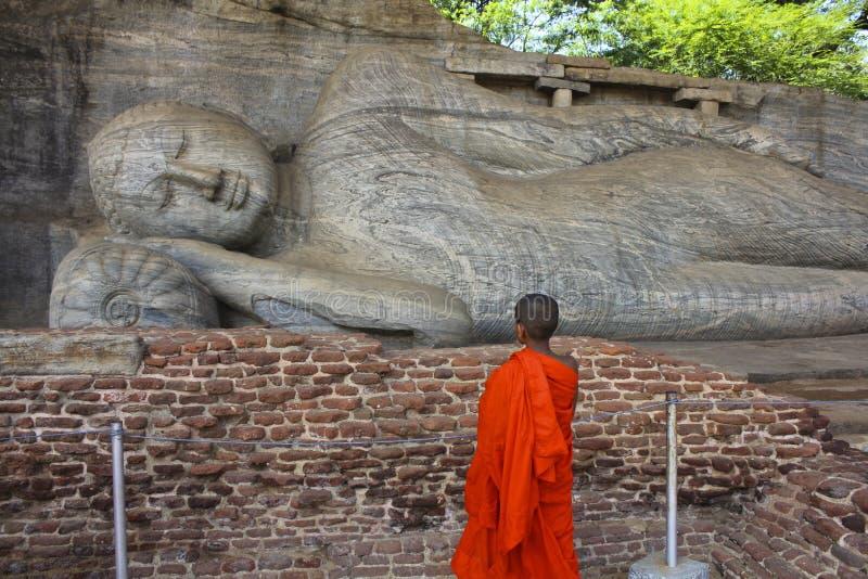 冥想斜倚的菩萨,斯里兰卡的儿童修士 库存图片