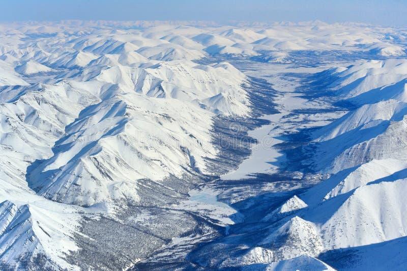 冬天从概略的看法的奥伊米亚康雅库特 库存照片