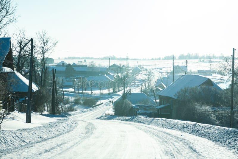 冬天农村高速公路在冷淡的天 免版税库存图片