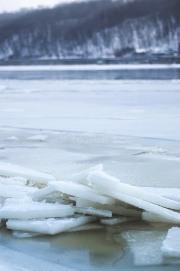冬天在河的天气冰 图库摄影