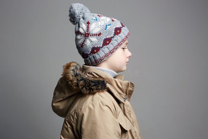 冬天外衣的时兴的男孩 时尚孩子 库存图片