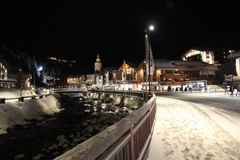 冬天夜在莱赫,奥地利滑雪场 库存图片