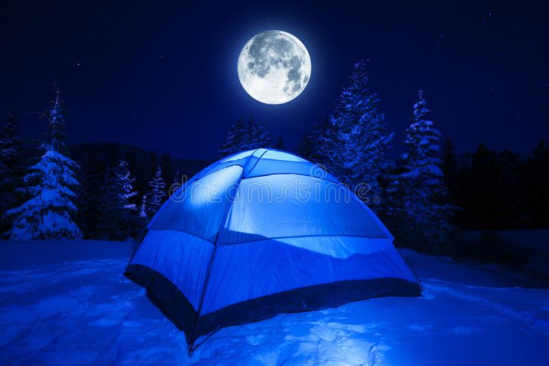 冬天夜阵营 库存照片