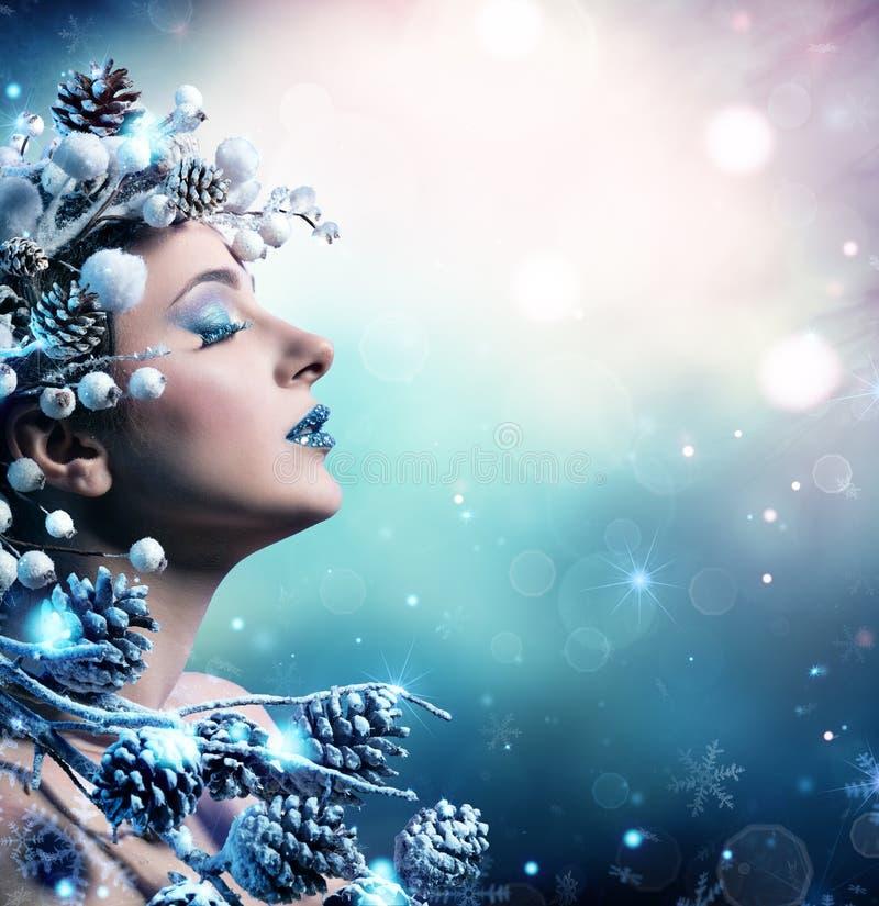 冬天妇女画象-秀丽时装模特儿女孩 免版税库存图片