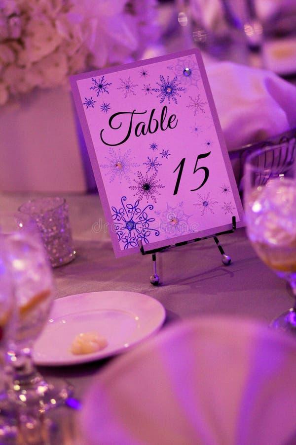 冬天婚礼的表装饰 免版税库存图片