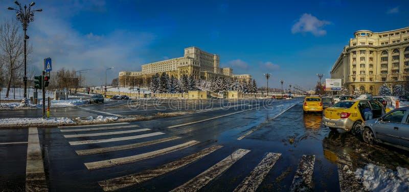 冬天季节的罗马尼亚议会全景 库存照片