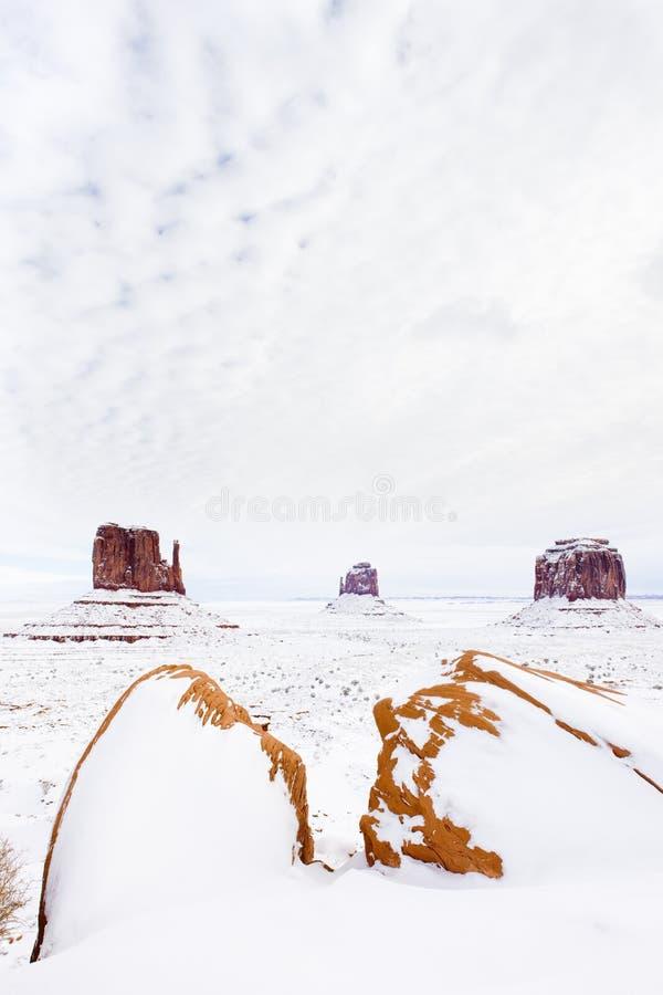冬天手套和梅里克小山,纪念碑谷全国P 免版税库存图片