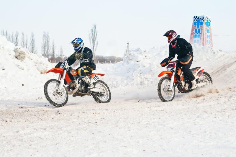 冬天摩托车越野赛 种族 免版税库存图片