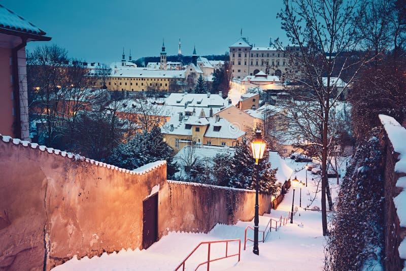 冬天早晨在城市 免版税库存图片