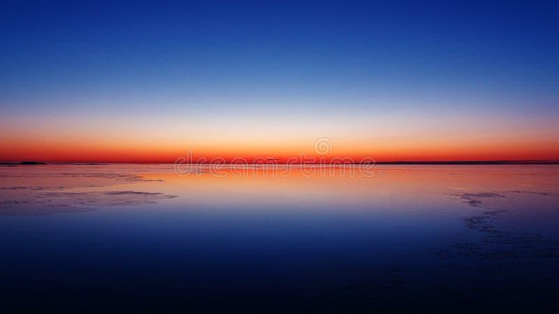 冬天早晨在波罗的海 自然颜色 美好的日出 免版税库存图片