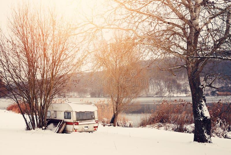 冬天有蓬卡车 库存图片