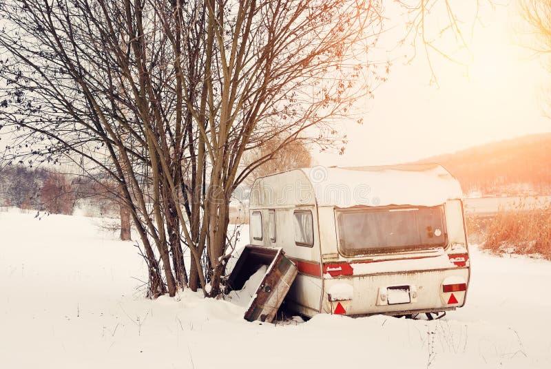 冬天有蓬卡车 免版税库存图片