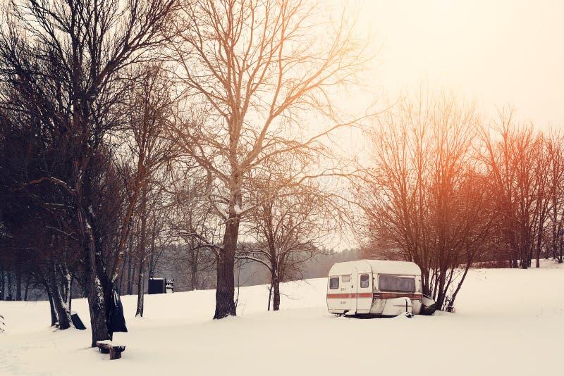 冬天有蓬卡车 库存照片