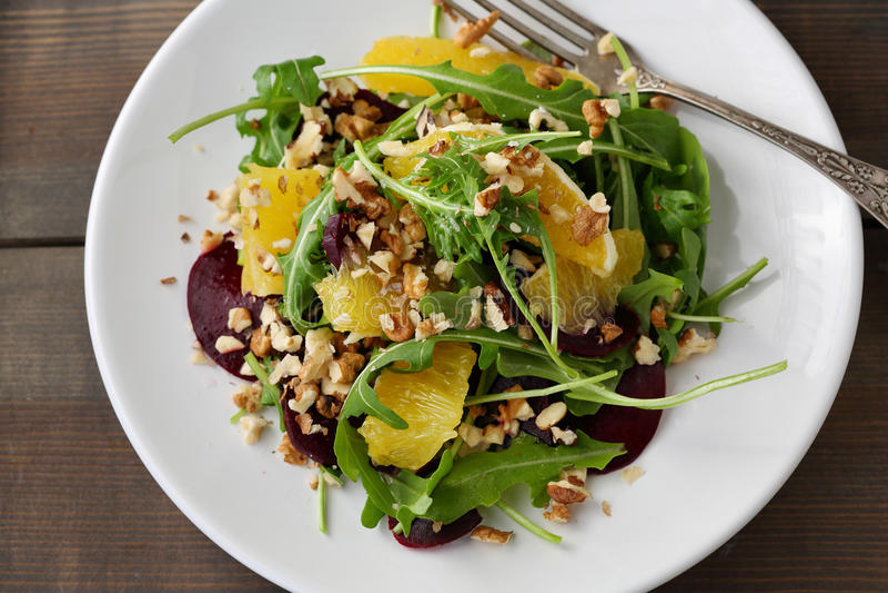 冬天沙拉用桔子和甜菜根 库存图片
