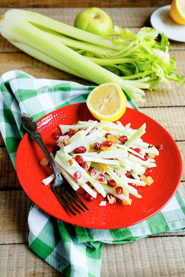 冬天沙拉用绿色苹果和芹菜 免版税库存图片