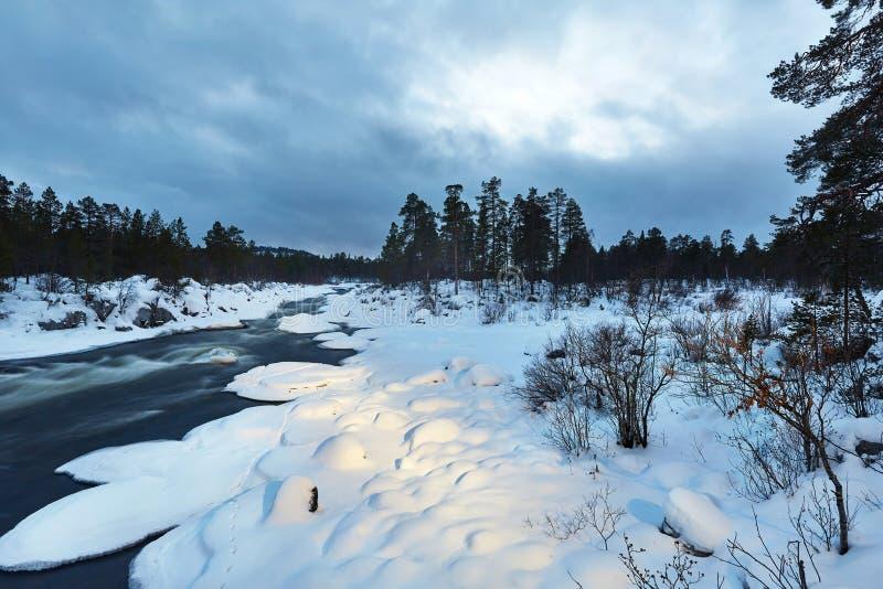 冬天河流程 免版税库存图片