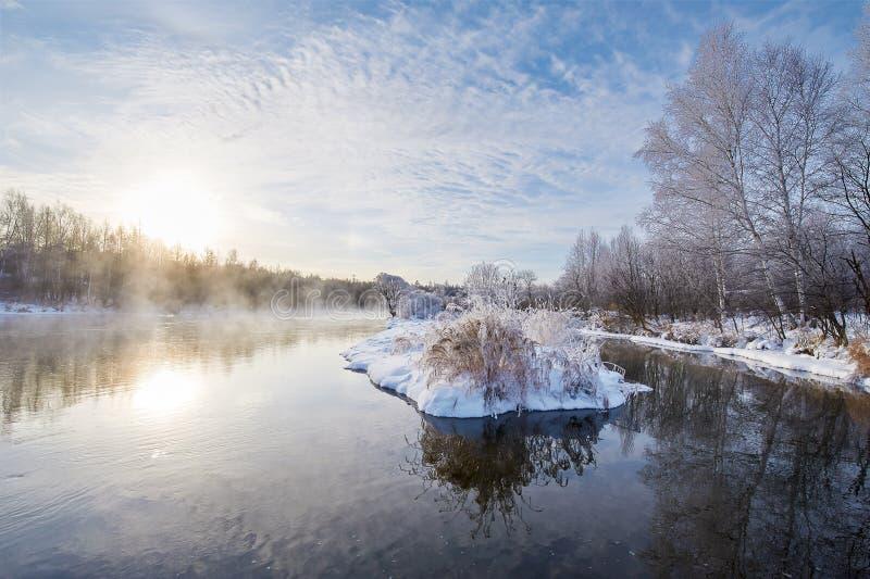 冬天河水日出 库存图片