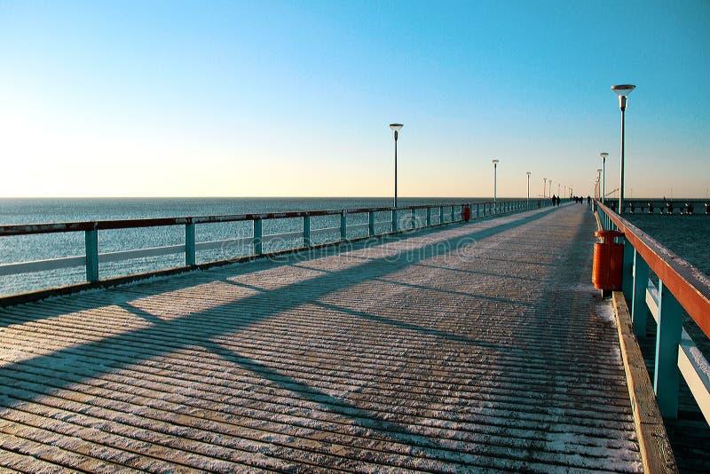 冬天海桥梁 几何 雪 库存照片
