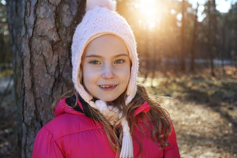 冬天盖帽的女孩 库存图片