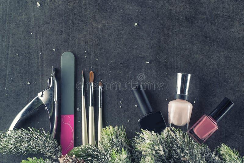 冬天题材钉子设计并且修剪,为修指甲的仪器与针 库存图片