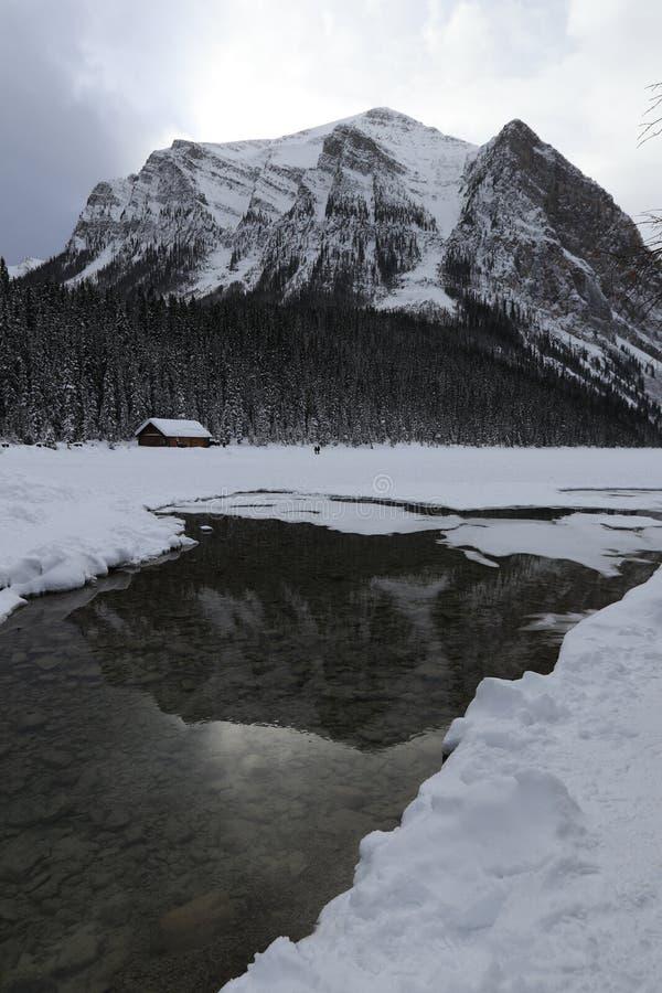 冬天风景在加拿大,路易丝湖 免版税库存图片