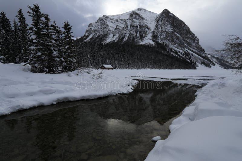 冬天风景在加拿大,路易丝湖 免版税库存照片