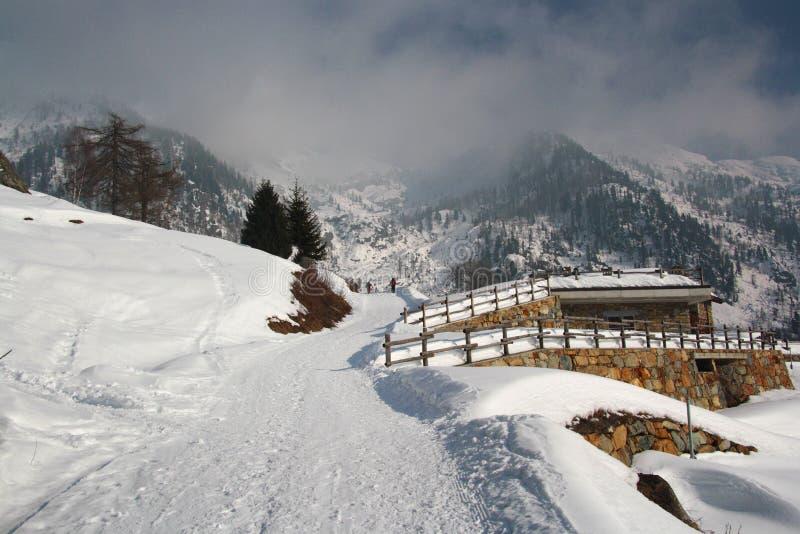 冬天风景在瓦莱达奥斯塔 免版税库存照片