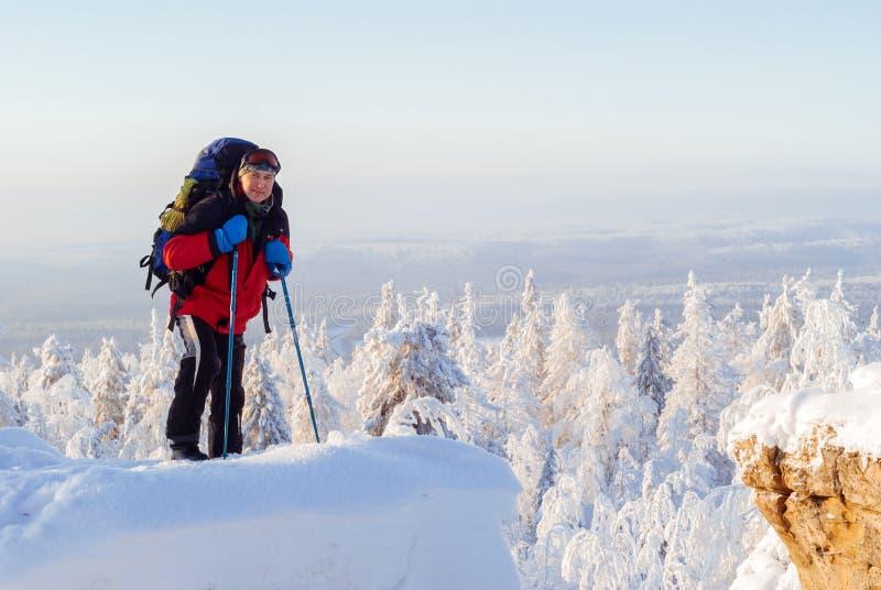 冬天风景的旅客 免版税库存图片