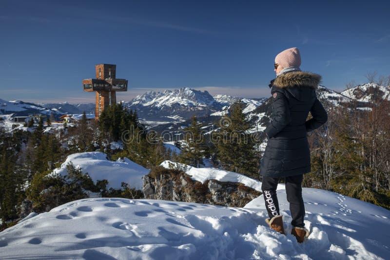冬季雪景观景观景点Jakobskreuz山崖Buchensteinwand 库存图片
